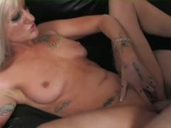 Blonde Mature braucht dringend Hardcore Sex