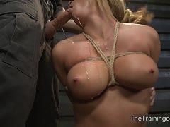 Mia Lelani gives a bondage blowjob