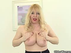 Mature housewife fucks herself with vibrator