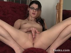 Eager-beaver with glasses fingers her twat