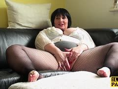 Fat cunt in net pantyhose wanks her fat vagina