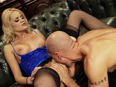 Baldhead sucks a milf's snatch before banging her