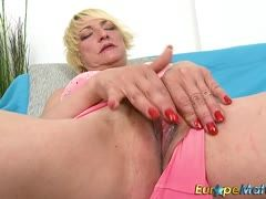 Blonde granny fingers her wet cunt