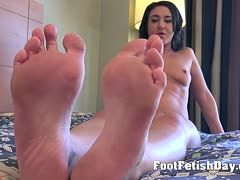 Brunette babe is the right thing for foot fetishists